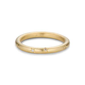 Star engraved ring, 9 diamonds, 0,045 ct. 18-carat gold
