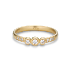 Enkel giftering med 9 diamanter, 0,17 karat. 18 karat gull